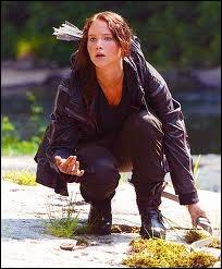 Quand Katniss entend le bruit qui signifie qu'un adversaire est mort, Katniss se met a courir et quand elle trouve Peeta elle s'énerve. Pourquoi ?