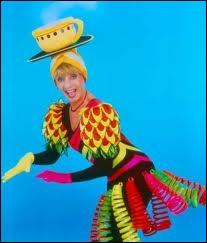 ''Tata Yoyo qu'est-ce qu'il y a sous ton grand chapeau / Tata Yoyo, dans ma tête y a... '' Continuez les paroles d'Annie Cordy.