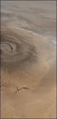 Montagne la plus haute jamais mesurée, je me situe sur Mars et je culmine à 27 kilomètres au dessus de ma base ; je suis nommée...