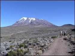 Point culminant de l'Afrique avec 5895 mètres, situé en Tanzanie. Je suis...