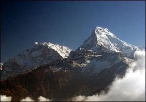 Situé au Népal, je suis un des plus sommet du monde avec 8091 mètres :