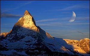 Situé dans les Alpes suisses, je culmine à 4478 mètres d'altitude. Je suis :