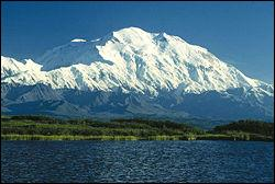 Sommet le plus haut situé aux Etats-Unis, je culmine à 6194 mètres :