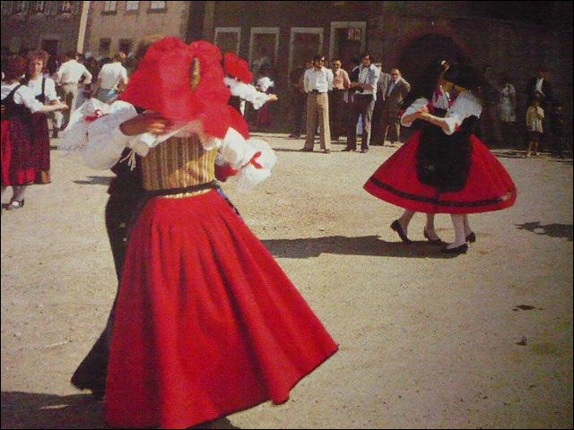 La fête du Kouglof se déroule le 2e dimanche de juin, à Ribeauvillé. Les groupes folkloriques défilent et dansent dans les rues. Où les rencontrerez-vous ?
