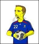 Qui est ce personnage ? Celui-ci est très connu dans le foot. Indice : il est dans l'équipe de France entouré de ses camarades comme Thierry Henry, Benzema et Gourcuff.