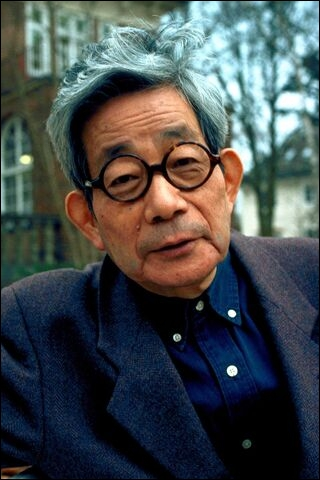 Quel littéraire japonais reçut le prix Nobel (de littérature, c'est évident) en 1994 ?