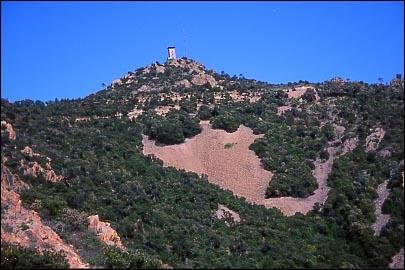 Quel est le point culminant de la chaîne montagneuse de l'Esterel ?