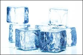 Quand l'eau est à l'état solide, les molécules sont...