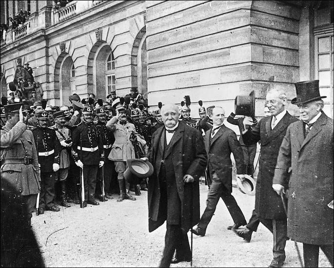 Après quelle guerre mondiale a eu lieu le traité de Versailles ?