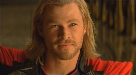 Qui sauve Thor d'une chute certaine dans le vide ?