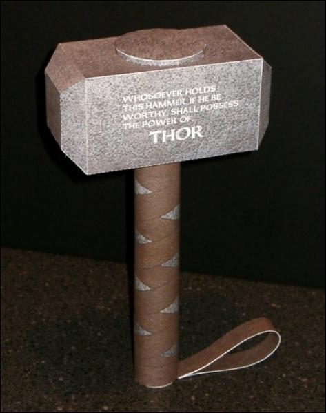 L'arme favorite de Thor est un marteau, quel est son nom ?