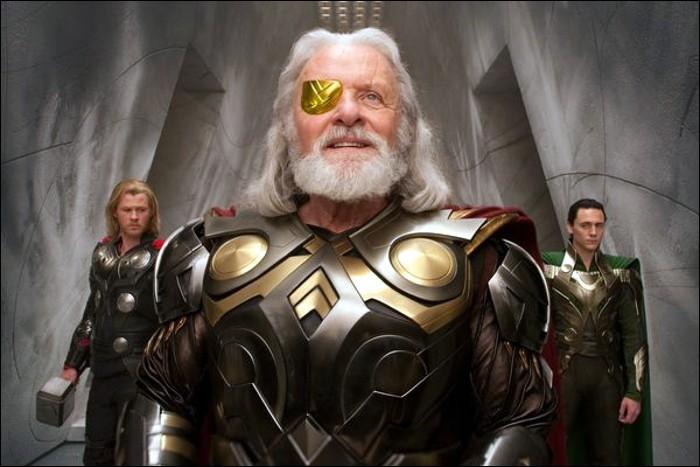 Pour quelle raison Odin, son père le bannit-il au début de l'histoire ?