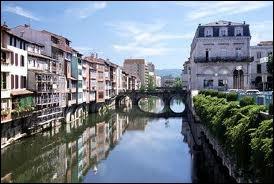 Castres est la ville natale de Jean Jaurès. Où se situe-t-elle ?