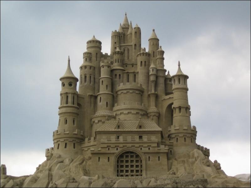 Comment se traduit  un château de sable  en anglais ?