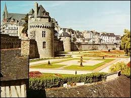 Attribuez la région correspondant à la ville de Vannes et ses remparts :