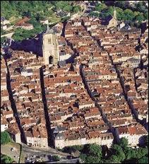 Où situez-vous Villefranche-de-Rouergue et sa bastide royale ?