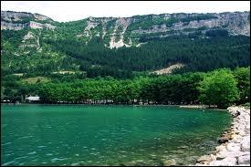 Où localisez-vous Nantua et son lac ?