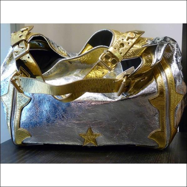 Posez-vous vos chaussures sur votre table de cuisine ? Non, bien sûr. Pourquoi ne faut-il pas y poser votre sac à main ?