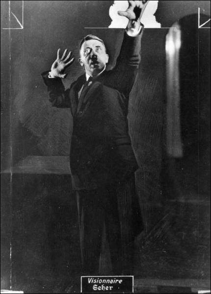 L'art totalitaire sert le culte du chef. Le photographe officiel qui met en scène le Führer est ...