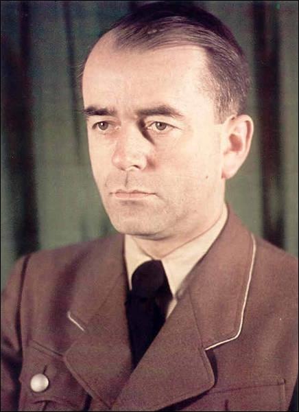 L'architecte nazi le plus apprécié par Hitler s'appelle ...