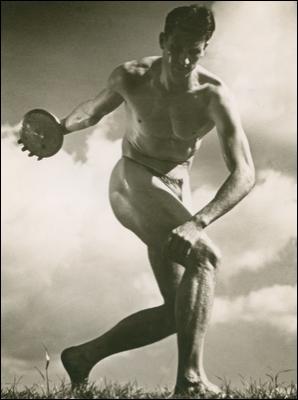 Lors des J. O. de 1936, cette artiste a réalisé un film qui célèbre les athlètes aryens, intitulé ...