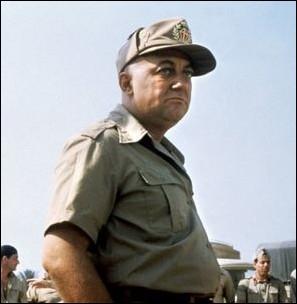 Quel est le réalisateur en 1985 du film  Le Fou de guerre , dernier rôle de Coluche au cinéma ?