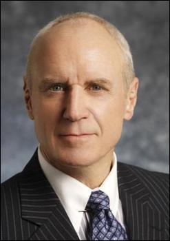 Qui est le directeur du NCIS dans les saisons 1, 2 et 3 ?