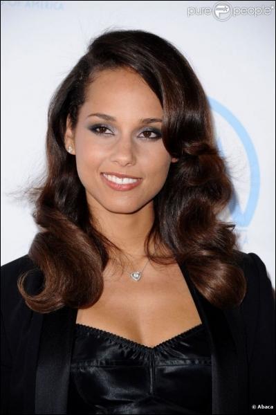 Girl on fire, Alicia Keys : >