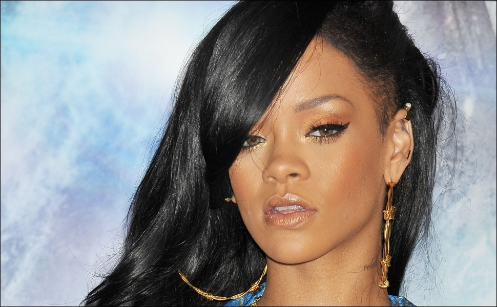 Diamonds, Rihanna : >