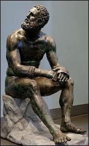 Un des meilleurs et des plus c�l�bres athl�tes de la Gr�ce, il collectionne les victoires aux jeux Olympiques (540 av J-C) quel est son nom ?