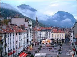 Je vais vous faire visiter la ville de Grenoble, où la population porte le gentilé ...