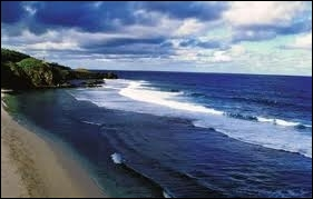 Au Sud, pas de lagon, mais des falaises où l'océan se brise, c'est Gri-Gri. De quelle aventure ces falaises furent-elles le théâtre ?