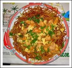 Quel est ce plat à base de nouilles chinoises, où l'on peut ajouter du poulet, du porc, du bœuf, des crevettes, etc... dont touristes et Mauriciens raffolent ?