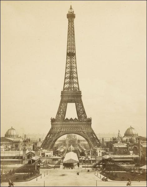 Phare de la capitale française, ce monument, destiné à être éphémère, a été élevé sur le Champ de Mars pour l'Exposition universelle de 1889 dont il est la vedette.
