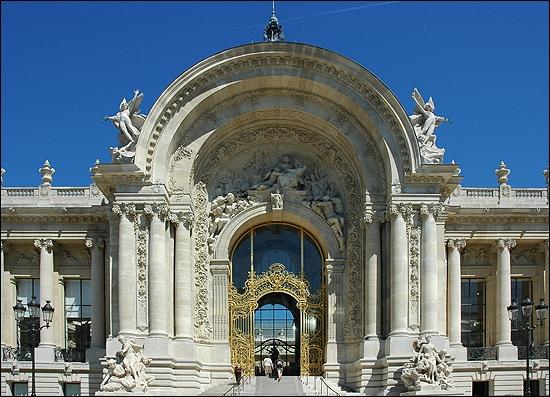 Devenu musée en 1902, ce fleuron architectural décoré de mosaïques et de ferronneries expose des collections de l'antiquité grecque et de nombreuses œuvres de l'art français entre 1870 et 1918.