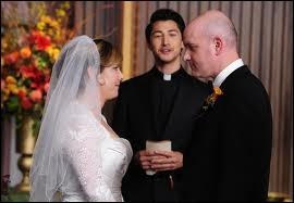 Avec qui la mère de Finn Hudson s'est-elle mariée (saison 2) ?