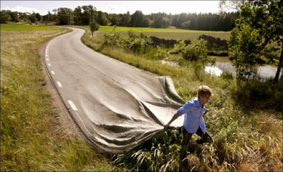 Combien la France compte-t-elle de kilomètres de routes goudronnées (ou revêtues) en 2013 ?
