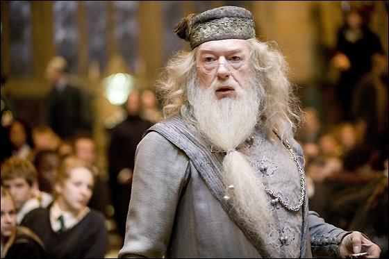 Quelle forme a la cicatrice sur le genou de Dumbledore ?
