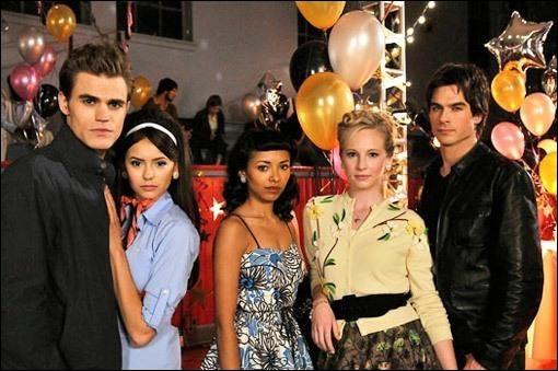 Qui Elena a-t-elle rencontré en premier lieu ?