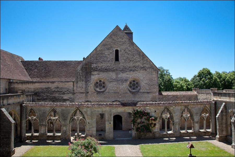Cette abbaye, située au cœur du Berry, est considérée comme la plus belle abbaye cistercienne de France. Elle a été fondée en 1136 par le cousin de Saint Bernard, Robert de Clairvaux.