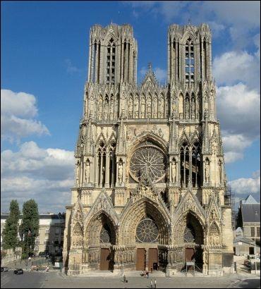 Au cœur du pays champenois, ce lieu est un symbole de la monarchie française. De Louis VII en 1223 à Charles X en 1825, 25 des 33 rois de la dynastie capétienne y furent sacrés.