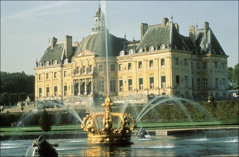 Réalisé en 5 ans par les plus grands artistes de l'époque, ce lieu fut construit pour le surintendant des finances, Nicolas Fouquet. Cela heurta la susceptibilité du Roi-Soleil qui fit arrêter son propriétaire.