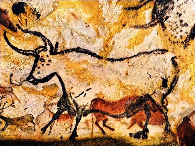 La Préhistoire a laissé de nombreuses traces en Dordogne et plus particulièrement ce lieu qui est la grotte peinte la plus réputée de France. Aujourd'hui, le site est fermé pour des raisons de conservation.