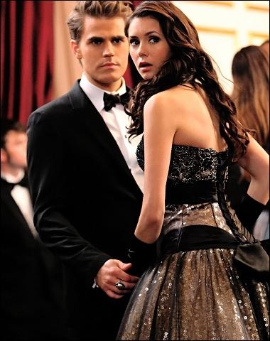 Elena est-elle amoureuse ?