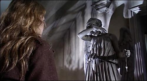 Les Anges pleureurs sont des statues qui ne bougent que lorsqu'un être vivant les regarde :