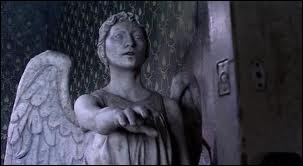 Les Anges pleureurs sont les êtres les moins dangereux de l'Univers :