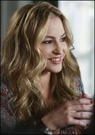 Qui interprète le rôle de Angie Bolen ?