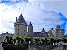 La photo représente au premier plan la Tour Zizim de Bourganeuf. A quelle région appartient cette ancienne sous-préfecture ?