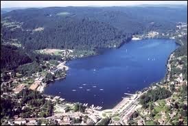 Voici le lac entourant la ville de Gerardmer. Associez-y sa région.