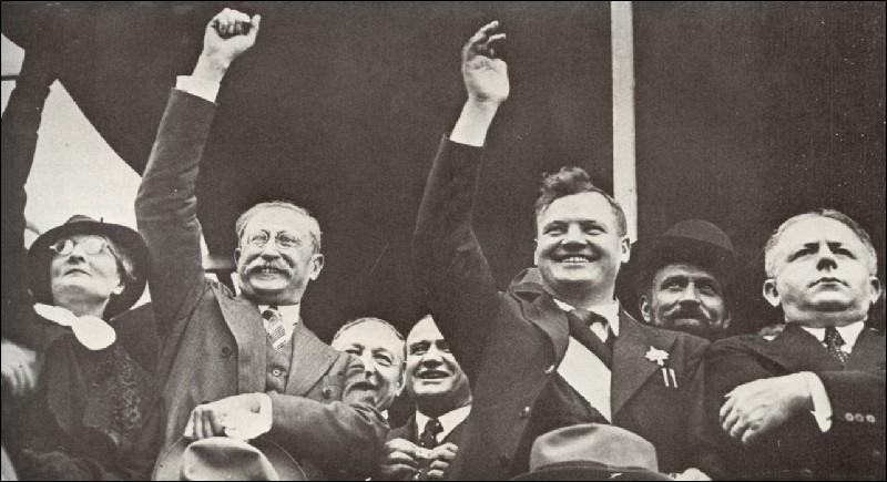 De juin 1936 à juin 1937, quel gouvernement prendra des mesures politiques et sociales qui vont nettement améliorer les conditions de vie et de travail des classes populaires ?